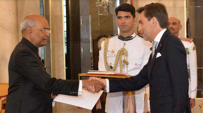 The Ambassador of Portugal to India presents his credentials